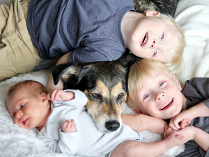 Kiedy w domu pełnym czworonogów pojawia się dziecko…