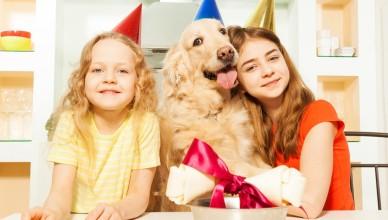 Pies z dziećmi